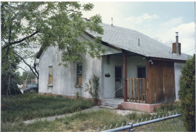 270 Reed Avenue, circa 1980s. House stood empty after confiscation and until return to original owners.